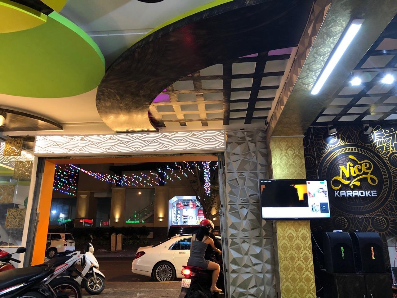 Chính Chủ Sang Hoặc Cho Thuê Quán Karaoke 3 Mặt Tiền 130 Hoàng Hoa Thám, phường 2.