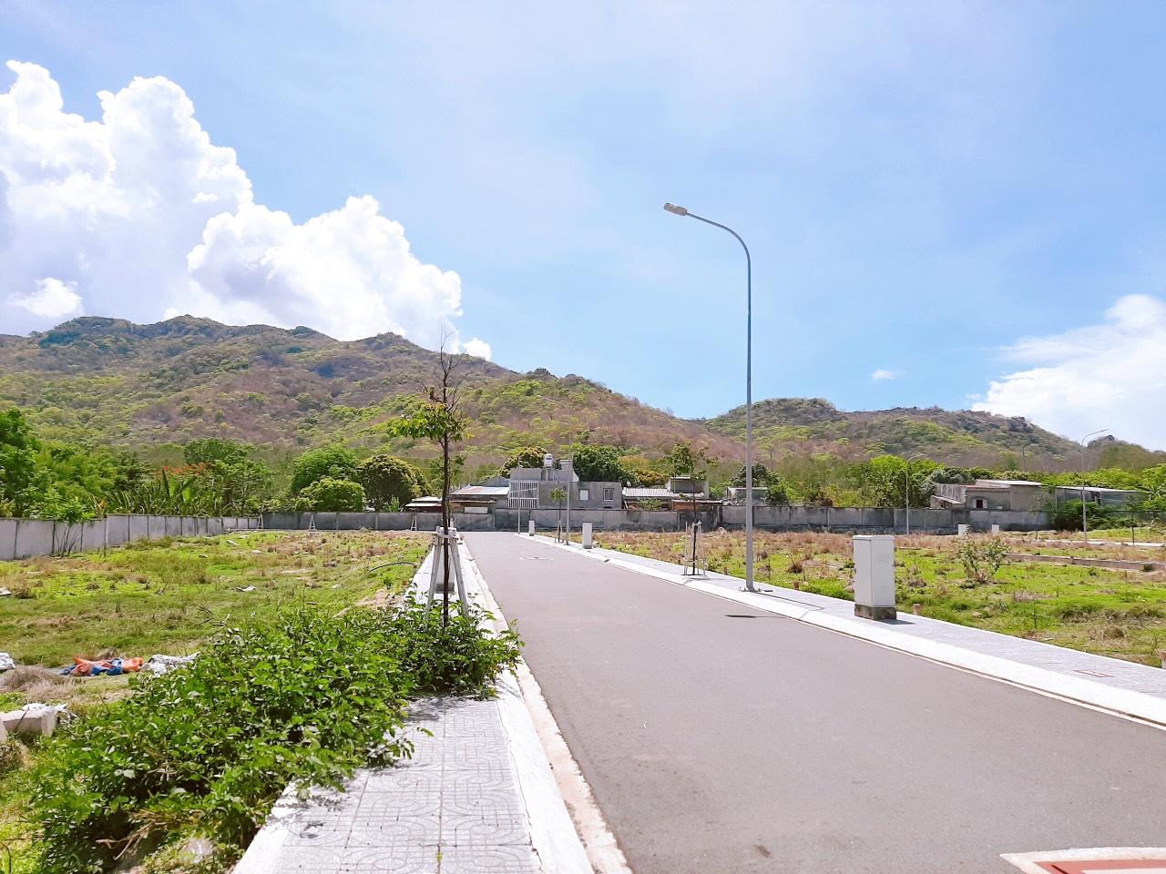 Bán lô đất ngay bãi tắm Mộ Cô, đường Nguyễn Tất Thành - đường Dầu Khí đang mở, Sổ Hồng Riêng